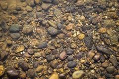 Natürlicher Konzepthintergrund des haarscharfen Flusswassers Lizenzfreies Stockbild