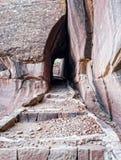Natürlicher Tunnel auf einer Spur stockfoto