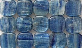 Natürliches blaues Mineralzyanit stockbild