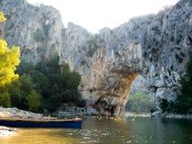 Natürliches Brücke Bogen Pont d 'in Süd-Frankreich lizenzfreies stockbild