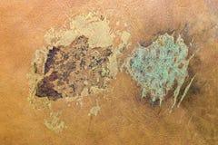 Natürliches gealtertes Leder mit Flecken und Schäden vom alten Buch lizenzfreies stockfoto