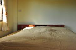 Natürliches Licht im Schlafzimmer Lizenzfreie Stockfotos