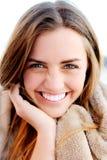Natürliches Portrait einer glücklichen gesunden Frau stockbilder