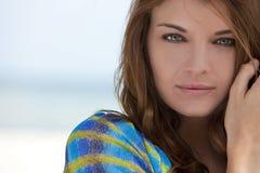 Natürliches Portrait-schöne Frau mit grünen Augen lizenzfreies stockbild