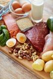 Natürliches Proteinlebensmittel auf Tabelle Stockfoto