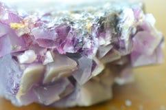 Natürliches Purpur-Kubikfluorit-Gruppe Kristall- des purpurroten Fluorits natürlicher, schöner Fluorit für Gitter! Schützend, sta stockbild