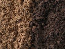 Natürliches und dunkles Kakaopulver Stockbilder
