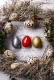 Nat?rliche Ostern-Dekorationen, Dekoration mit Wachteleiern lizenzfreies stockbild