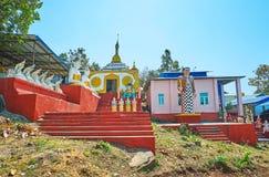 Nat Shrines i Popa, Myanmar arkivfoto