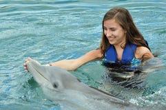 Natação da menina com golfinho Imagem de Stock Royalty Free