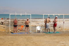 Natação do Mar Morto em Israel Imagens de Stock Royalty Free