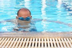 A natação dos homens. Fotos de Stock