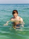 Natación de estornudo del muchacho Imagen de archivo