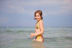 Natación de la niña Foto de archivo libre de regalías