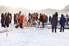 Natación del hielo en día de la epifanía Fotos de archivo libres de regalías
