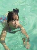 Natación del niño Fotos de archivo libres de regalías