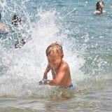 Natación feliz del niño en el mar Imágenes de archivo libres de regalías