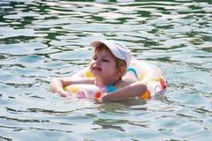 Natación feliz del niño en el mar Imagen de archivo libre de regalías