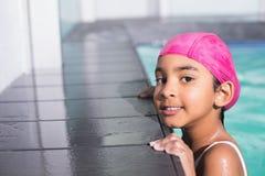 Natación linda del niño en la piscina Foto de archivo libre de regalías