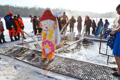 Natación del hielo en día de la epifanía Foto de archivo libre de regalías