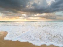 Natai, phang-Nga, Ταϊλάνδη, παραλία στο ηλιοβασίλεμα Στοκ Φωτογραφίες