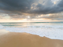 Natai, phang-Nga, Ταϊλάνδη, παραλία στο ηλιοβασίλεμα στοκ εικόνα με δικαίωμα ελεύθερης χρήσης
