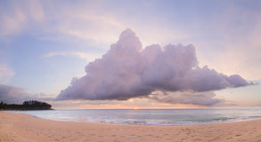 Natai, Phang Nga, Таиланд, пляж на заходе солнца Стоковые Фотографии RF