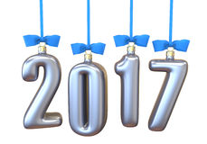 a Natal-árvore brinca, bolas sob a forma do texto 2017, pendurando a fita com curvas azuis Imagens de Stock