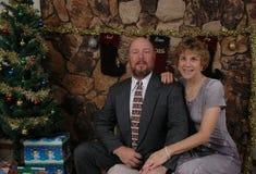 Natal com os pares felizes fotografia de stock