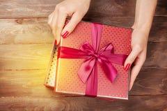 Natal da abertura ou presente do dia de Valentim Fotografia de Stock Royalty Free
