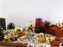 Natal da costura uma decoração do Natal com materiais da costura foto de stock