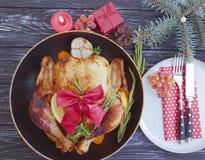 Natal do assado de Turquia em um fundo de madeira fotografia de stock