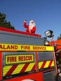 Natal do hemisfério do sul: Santa no carro de bombeiros Imagens de Stock Royalty Free