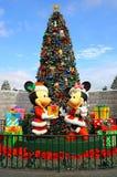 Natal do rato de Mickey e de minnie em Disneylândia Hong Kong imagens de stock royalty free