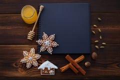 Natal dos ingredientes da receita dos pão-de-espécie imagem de stock royalty free