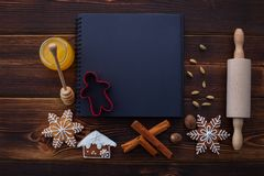 Natal dos ingredientes da receita dos pão-de-espécie imagem de stock