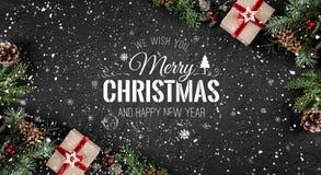 Natal e ano novo tipográficos em withChristmas do fundo do feriado e ano novo tipográfico no fundo do feriado com abeto ilustração do vetor