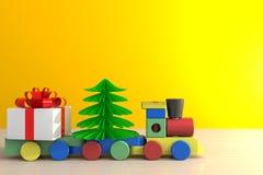 Natal e de dia, de Natal de ano novo presente e trem na tabela de madeira, caixa de presente branca no fundo amarelo da parede co fotos de stock royalty free