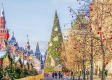 Natal em Moscovo quadrado vermelho da decoração festiva imagens de stock royalty free