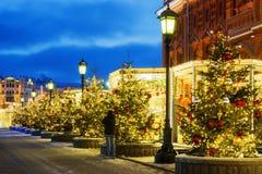 Natal em Moscovo Ruas festiva decoradas de Moscou fotos de stock royalty free
