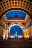 Natal em St Petersburg, árvore de Natal no Feliz Natal quadrado Fotos de Stock