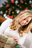 Natal: Gravando o presente fechado Foto de Stock