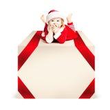 Natal Mentira da criança do Xmas na caixa de presente grande imagem de stock royalty free