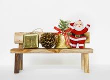 Natal no banco de madeira imagem de stock