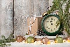 Natal ou anos novos do fundo da véspera com caixa de presente, decoração Imagem de Stock Royalty Free