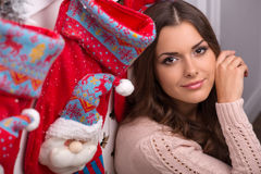 Natal pendente da menina bonita Imagens de Stock Royalty Free