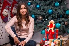 Natal pendente da menina bonita Imagem de Stock