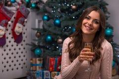 Natal pendente da menina bonita Foto de Stock Royalty Free