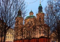 Natal Praga e a catedral São Nicolau - Checo Republi Imagens de Stock Royalty Free