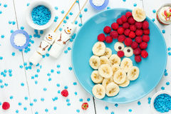 Natal Santa Claus para o café da manhã ou a sobremesa para crianças, creativ imagens de stock royalty free